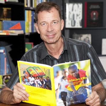 Dr. Lutz van Dijk